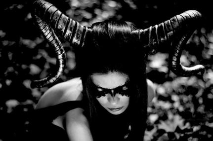 goetia_girls_succubus_evocation_faustus_crow_art_muse_devil_girl_of_faustus_crow_sorcerer_artist