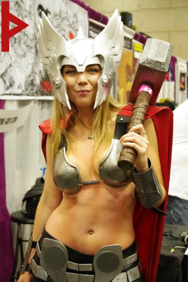 goetia_girls_asgard_lady_thor_cosplay_comic_convention