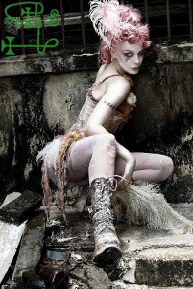 goetia_girls_emilie_autumn_victorian_steampunk_art_muse_succubus_valefor_valefora