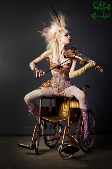 goetia_girls_succubus_emilie_autumn_montauk_chair_valefor_valefora_steampunk