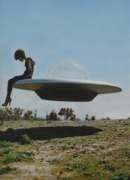 goetia_girls_ufo_flying_saucer_time_machine_traveller_girl_succubus_alien