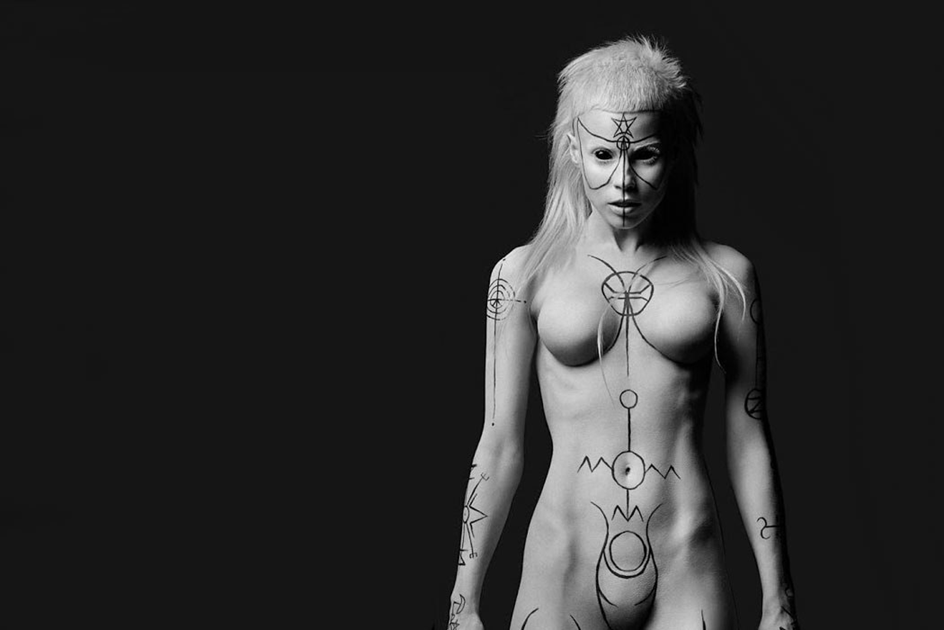 https://faustuscrow.files.wordpress.com/2015/01/goetia_girls_yolandi_-visser_succubus_donker-mag.jpg